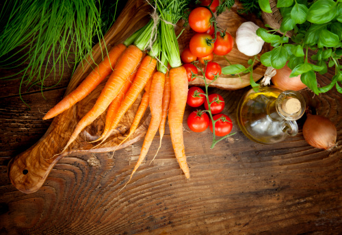 A bunch of carrots, tomatoes, garlic, onions and other healthy herbs that are actually bad for your teeth