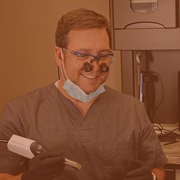 Dr. Justin Griffin doing a digital impression for CEREC